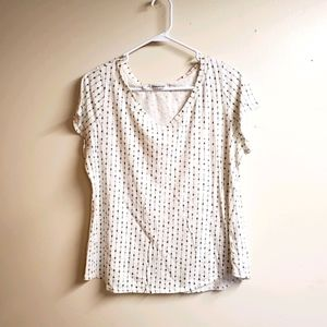 Maurices T-shirt with arrows